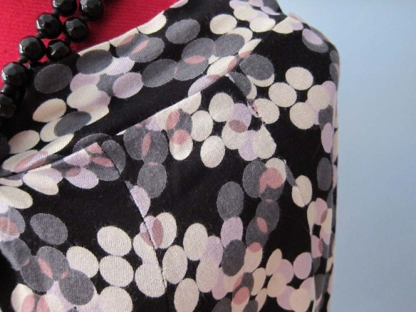 Neckline and raglan sleeve