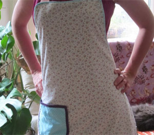 How to make an apron with pocket and piping